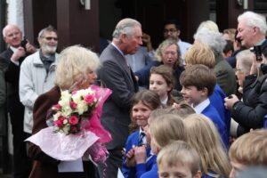 TRH meeting the residents of Yalding. (c) Martin Apps/Kent Messenger