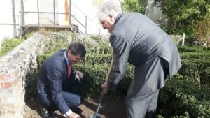 The Lord-Lieutenant plants the first tree assisted by Robin Haddon, Chairman of Margate Museums Trust.(C) Margate Museums Trust.